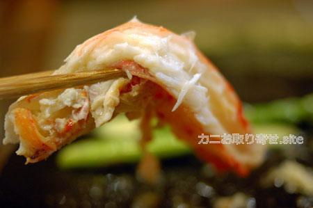 食レポ「タラバガニ」:カニの身を箸上げ